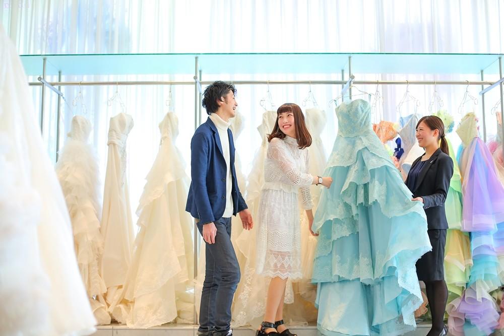 【600着から選べる!】月曜だけのドレス試着×憧れチャペル体験